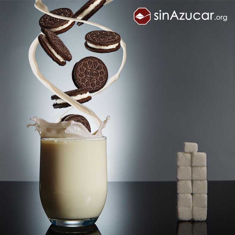 7 galletas Oreo Doble Crema, tienen 42,7 gr de azúcar lo que equivale a 10,7 terrones.