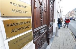 zentauroepp40772917 els periodistes esperen fora de les oficines de l advocat fl171101200810