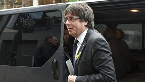 zentauroepp41394206 axed catalan president carles puigdemont arrives to give a p171226192746