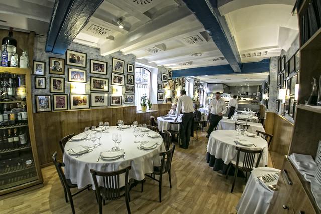 Los restaurantes centenarios de barcelona resisten gracias - Restaurante solera gallega ...