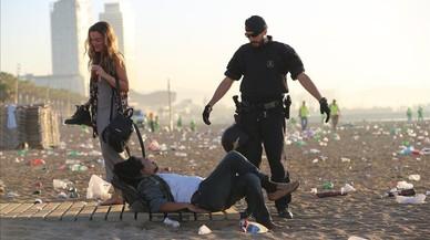 La Guardia Urbana requisa más de 115.000 bebidas en las playas de Barcelona en solo dos meses