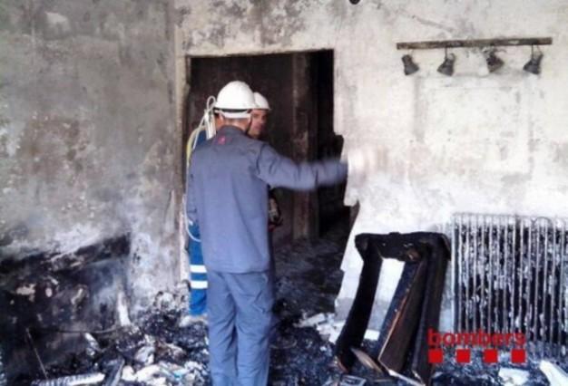 Un incendio calcina dos viviendas en el centro de l 39 hospitalet - Pisos en hospitalet centro ...