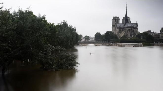 El nivell del Sena comença a remetre a París després d'arribar al seu pic més alt