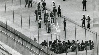 La policía sofoca un motín en la cárcell Modelo en 1983.