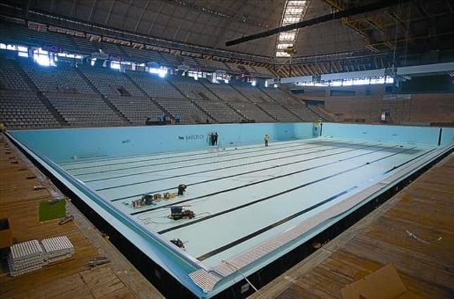 Una piscina de campeonato por el mundial de barcelona for Piscina montjuic barcelona