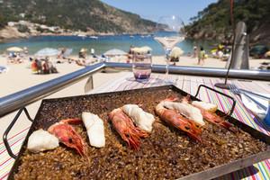 La paella cuadrada de Toc al Mar, en Begur.