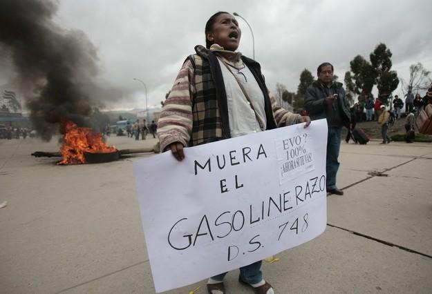 Morales decreta una subida salarial del 20% para compensar el 'gasolinazo'