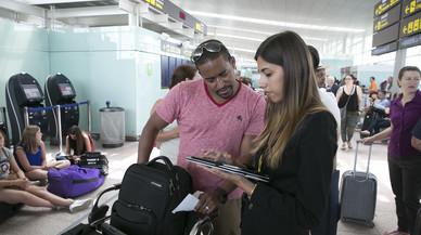 Viajeros en El Prat, a principios de este mes, cuando se dieron varios d�as de retrasos en Vueling.