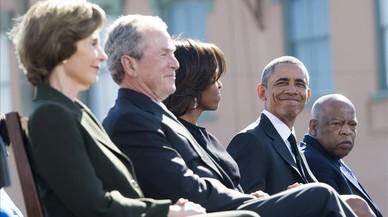 Obama i Bush carreguen contra les polítiques de Trump
