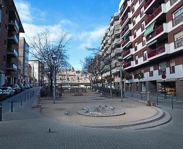 La riera de Sant Andreu, en el centro histórico del distrito, ayer.