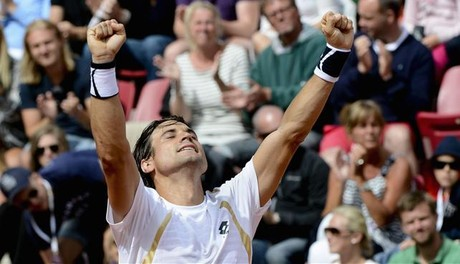 Ferrer celebra su triunfo en Bastad.