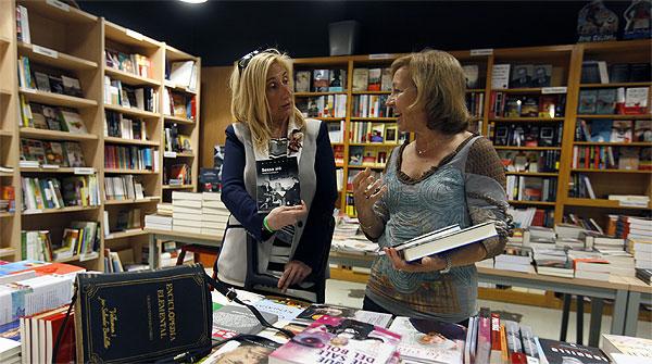 La libreria Contijoch en Manlleu sigue apostando por el papel y el contenido digital.