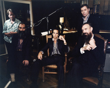 Nick Cave & The Bad Seeds, con Warren Ellis (segundo por la izquierda) y su l�der, en el centro.