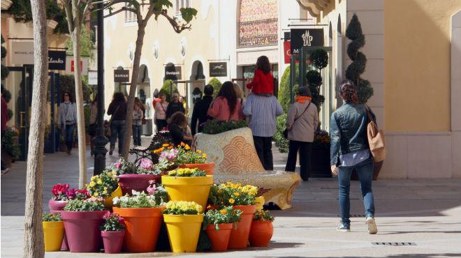 Comerciantes de la roca village satisfechos el primer for Centro la roca