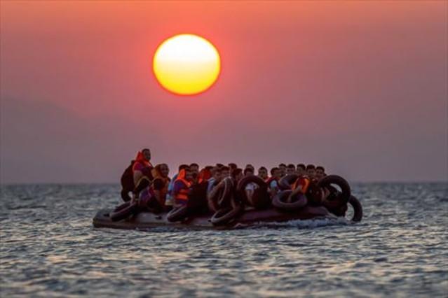 Una balsa con refugiados cerca de la isla griega de Kos, el pasado agosto.