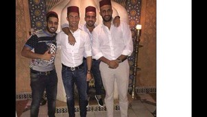 Cristiano posa junto a sus amigos en una de las visitas a Marruecos