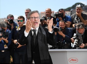 fcasals33878698 us director steven spielberg reacts on may 14 201160514192311