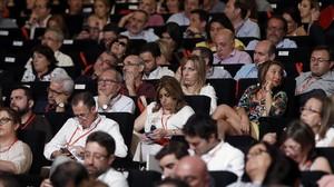 Susana Díaz, en el centro de la imagen, al inicio del congreso del PSOE, el sábado.