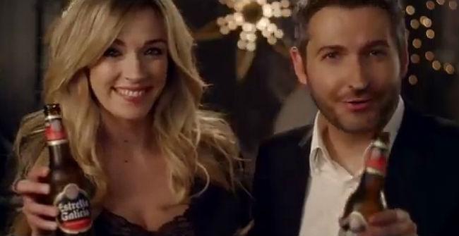 Anna Simón y Frank Blanco, en el anuncio de Fin de Año de Estrella Galicia.