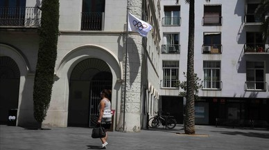 La bandera ol�mpica ondea en el Ayuntamiento de Badalona en reconocimiento a Mireia Belmonte.