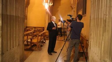 El defensor de la paternidad gaudiniana de la capilla, Josep Maria Tarragona, entrevistado en la iglesia de Sant Joan de Gr�cia.