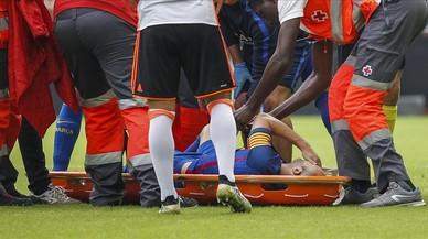 Iniesta abandona en camilla Mestalla tras sufrir una lesi�n en la rodilla derecha.