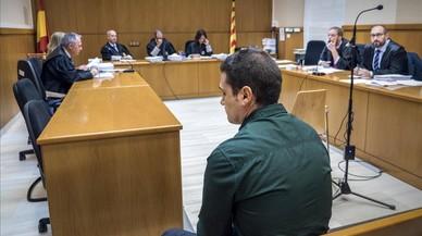 El fiscal demana tres anys de presó per a un urbà de Badalona per agredir un jove