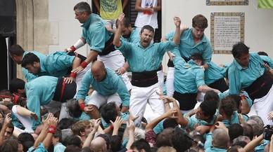 Los Castellers de Vilafranca celebran el 'quatrede deu' cargado en la �ltima 'diada' de Sant F�lix.