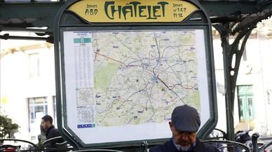 Un home armat ataca amb un ganivet un militar a París