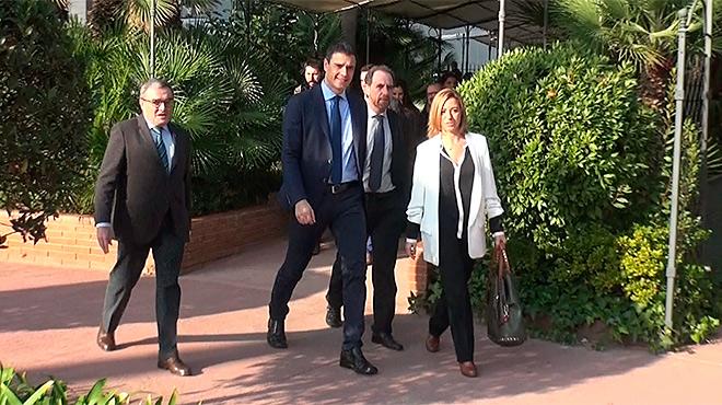 Àngel Ros, Pedro Sánchez, el director de EL PERIÓDICO, Enric Hernàndez, y Carme Chacón,a su llegada al foro Primera Plan@ de EL PERIÓDICO.