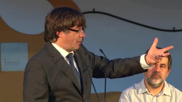 Puigdemont crida a pressionar els alcaldes que no cedeixen locals per a l'1-O