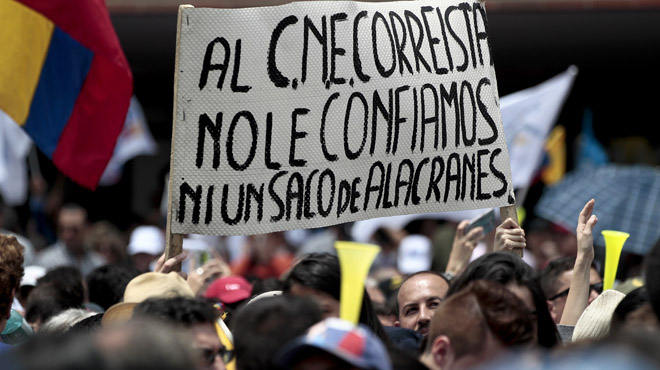 Protestas en Ecuador por el retraso de los resultados definitivos de las elecciones