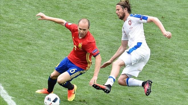 Espanya, el toc, el gol i la defensa