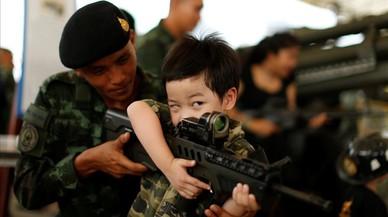 Tailandia celebra el Día del Niño acercando las armas a los más pequeños