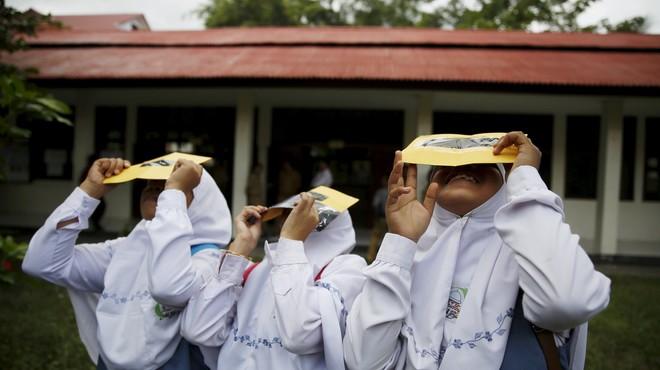 Indonèsia, preparada per a l'eclipsi total de Sol del 9 de març