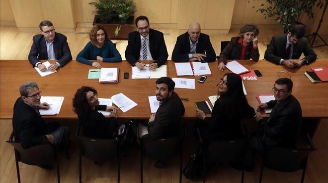 El PSOE inicia la ronda de negociació amb una IU predisposada a l'acord