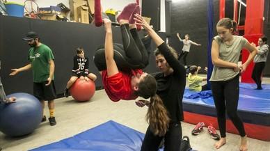 L'Ateneu Popular de Nou Barris celebra 40 anys de cabreig i circ