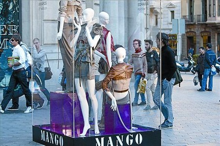 Moda urbana 8 Exposicin de Mango en el Paseo de Grcia.