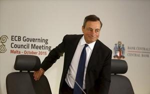 Mario Draghi compareix davant els periodistes per informar de les decisions del consell de govern del BCE, celebrat ahir a Malta.