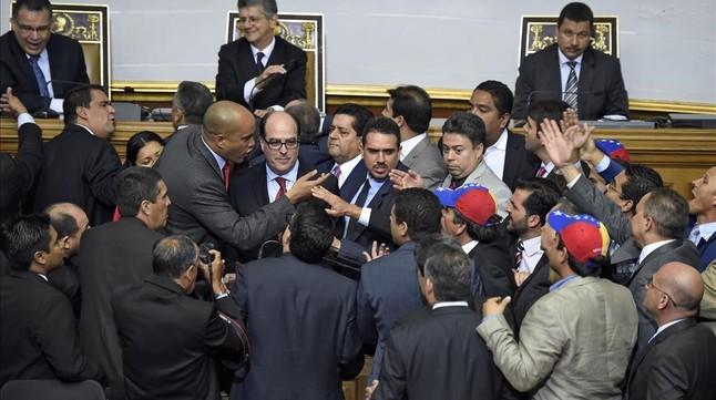 Tensión en la sesión inaugural del Parlamento venezolano.