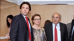 Percival Manglano, en su etapa de consejero de Hacienda de Madrid, con sus homólogos Carmen Martínez (Andalucía) y Andreu Mas-Colell (Catalunya), en el 2012.