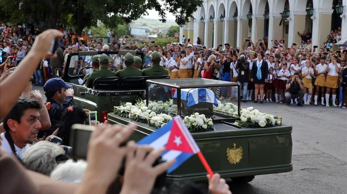 El cortejo con los restos de Fidel Castro, a su paso por la ciudad de Matanzas