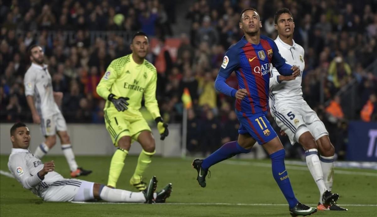Futbolistas del Real Madrid y del Barcelona en el último Clásico (1-1)