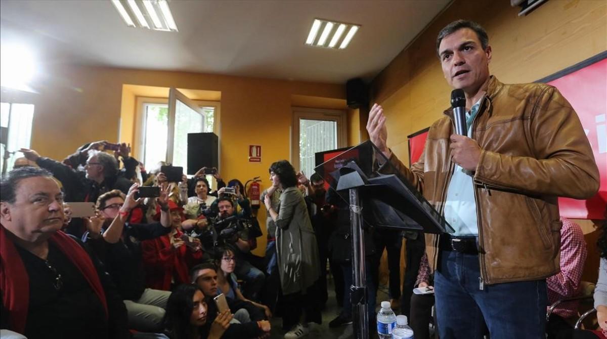 Pedro Sánchez en un acto con militantes y rueda de prensa en Madrid.