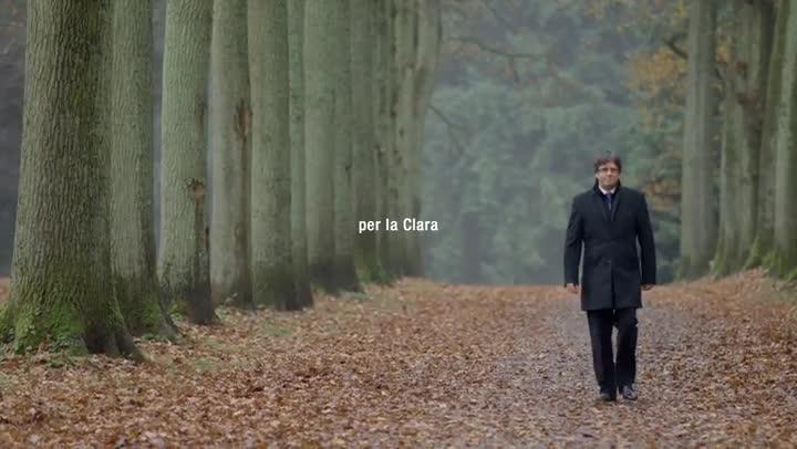 El último vídeo de campaña de Junts per Catalunya, con Carles Puigdemont paseando por un bosque.