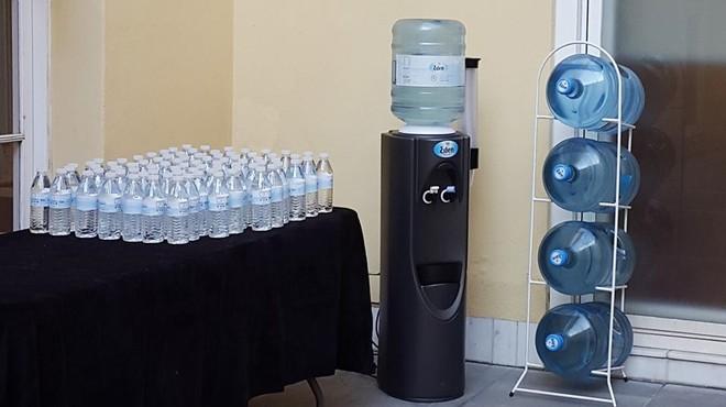Els intoxicats pel consum d'aigua de la marca Eden ja s'acosten a 1.200