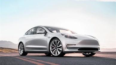 CON ESTILO El diseño del nuevo Tesla Model 3 no es estridente pero evidencia un giro más racional en los modelos de la marca estadounidense.