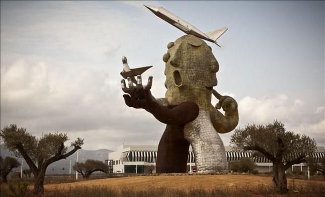 """Polémica por la """"oxidación"""" de la estatua inspirada en Carlos Fabra en el aeropuerto de Castellón"""