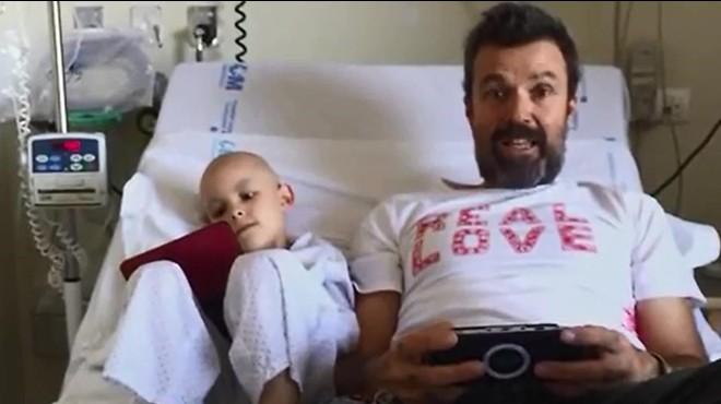Pau Donés dóna sang per a la investigació contra el càncer