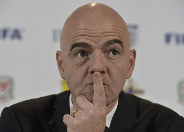 La FIFA suprimirá con condiciones el triple castigo de penalti, roja y suspensión